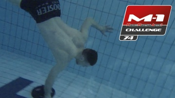 Stephan Puetz: Training in the pool before M-1 Challenge 74